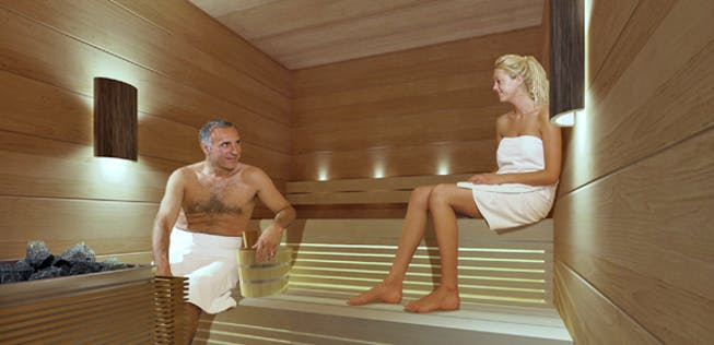 Gemischte Sauna in Finnair-Lounge: Nackt und schwitzend am