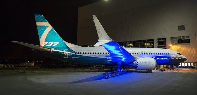 boeing-737-max-7-blaues-licht.jpg?auto=compress%2Cenhance%2Cformat&ch=Save-Data&crop=edges&dpr=1&fit=crop&h=316&w=653&s=658937fb52071105c97cff3e1a644ae1